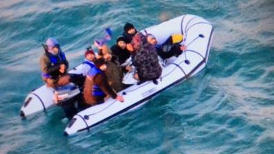 People in a small dinghy in the Channel. Photo: Marine Nationale